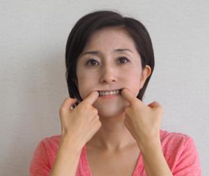 ほうれい線を消す顔ヨガ1
