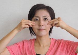ほうれい線を消す顔ヨガ6
